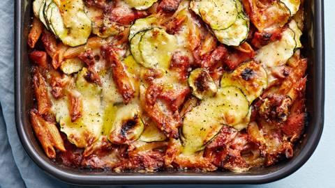 Korvstroganoff-gratäng med zucchini