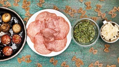 Salamipasta med parmesan