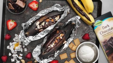 Grillad banan med choklad och glass