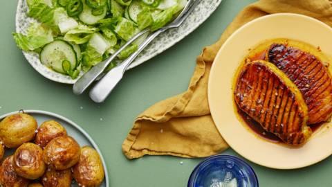 Grillade fläskkotletter med ananas- och gurkmeja-glaze