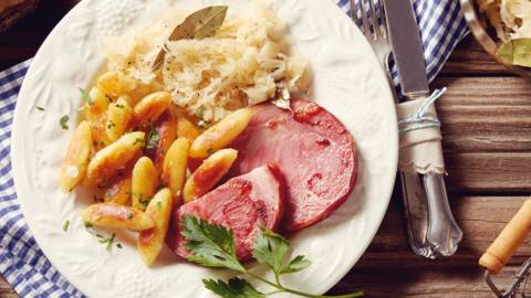 Schupfnudlar med kokt surkål