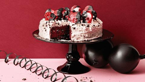 Dödskalletårta med choklad och lakrits