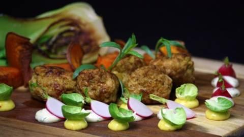 Currybollar och sötpotatis med krämig majonnäs