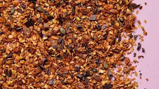 Granola med tahini och mörk choklad