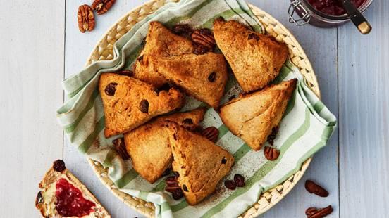 Kanelscones med pekannötter och tranbär
