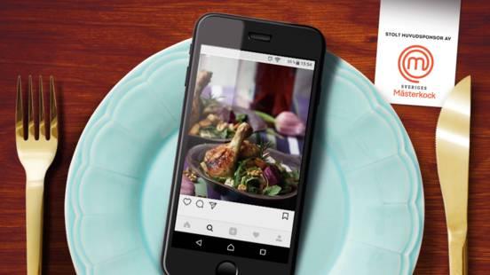 Kycklingklubba med sallad på savoykål, rödbetor, ruccola, blåmögelost och valnötter