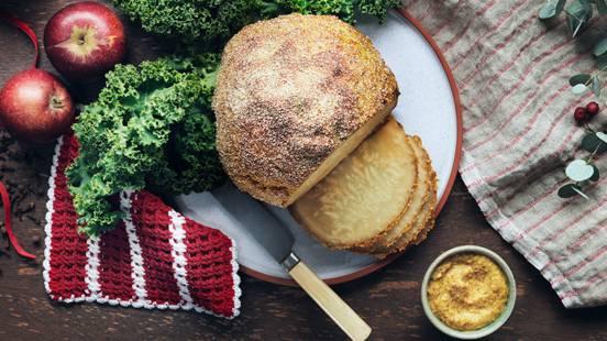"""Vegetarisk """"julskinka"""" på miso/sojakokt rotselleri, griljerad på klassiskt vis"""
