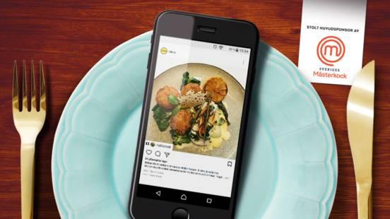 Friterade risottobollar med pocherad torsk toppad med prästostcrumble och stuvad pak choi