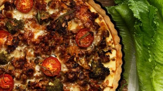 Höstpaj med purjolök, broccoli och crème fraiche