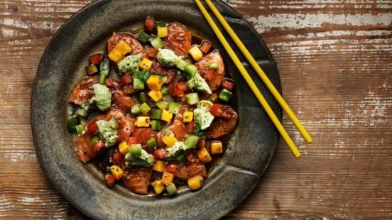 Sashimi på SALMA-lax med mangosallad & avokadokräm