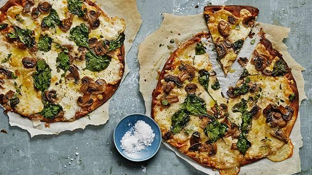 Svamppizza med spenat från Kalmar Bageri