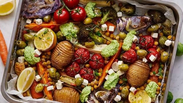 Vegetarisk plåtmat med ärtpesto