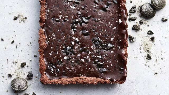 Choklad- och lakrits-tarte med flingsalt