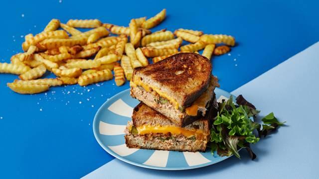 Tuna melt med pommes frites