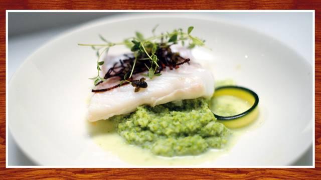 Pocherad torsk med broccoli- och blomkålsmash