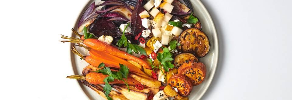 Ugnsbakade grönsaker med fetaost och chilipäron