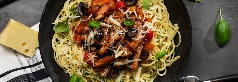 Medelhavspasta med kassler, fänkål, tomat och basilika