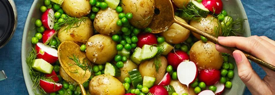 Potatissallad med ärtor och vitlöksvinägrett
