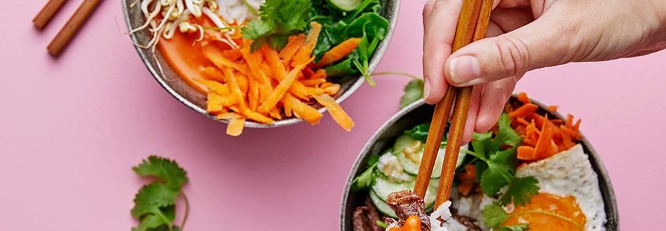 Bibimbap med entrecote, sesamgurka och koriander