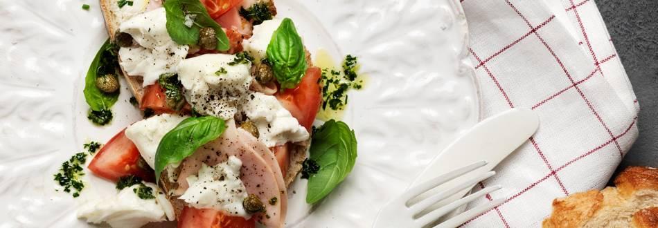 Grekiskt lantbröd med mozzarella och kalkon